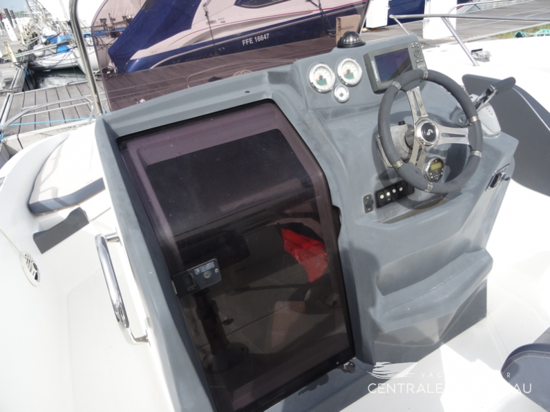 BENETEAU FLYER 6 SPACEDECK. 29.png