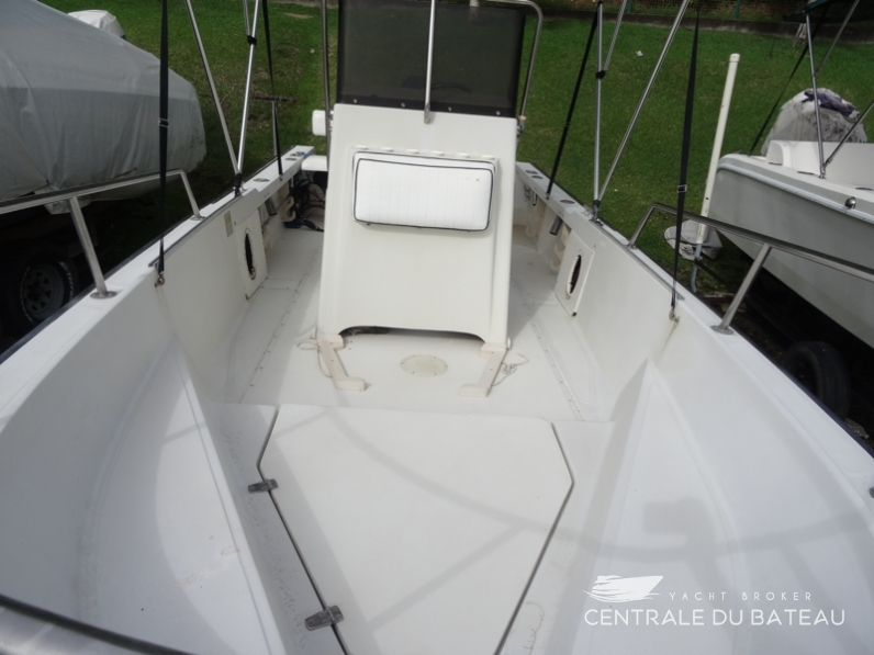 BOSTON WHALER 19 OUTRAGE. 10.png