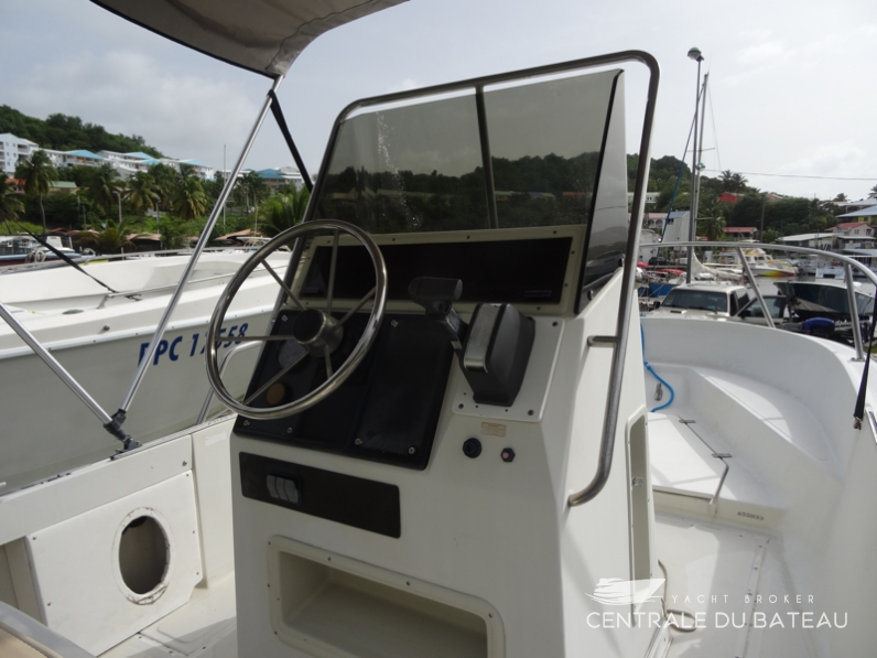 BOSTON WHALER 19 OUTRAGE. 12.png