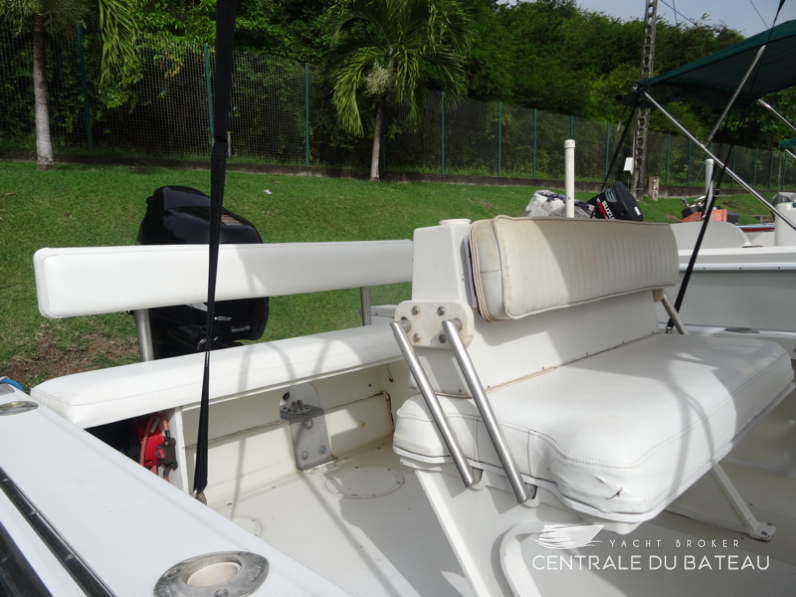 BOSTON WHALER 19 OUTRAGE. 13.png