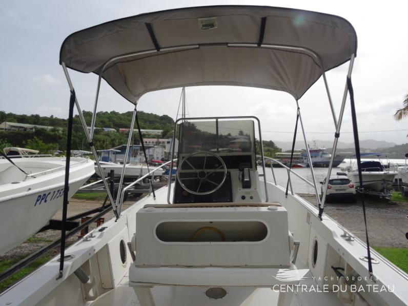BOSTON WHALER 19 OUTRAGE. 15.png