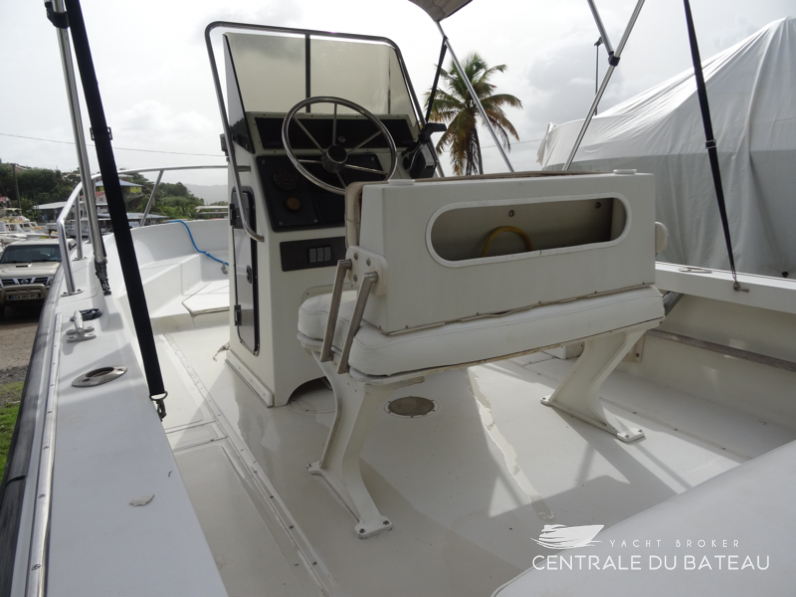 BOSTON WHALER 19 OUTRAGE. 18.png