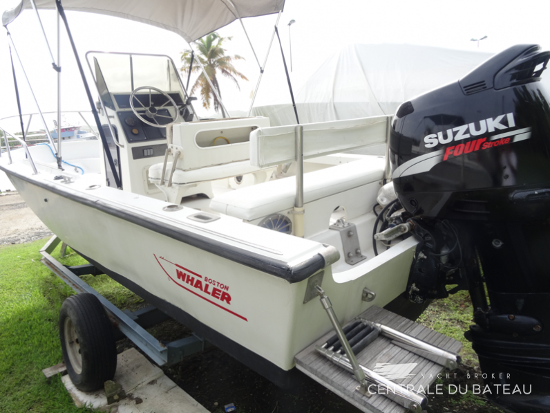BOSTON WHALER 19 OUTRAGE. 6.png