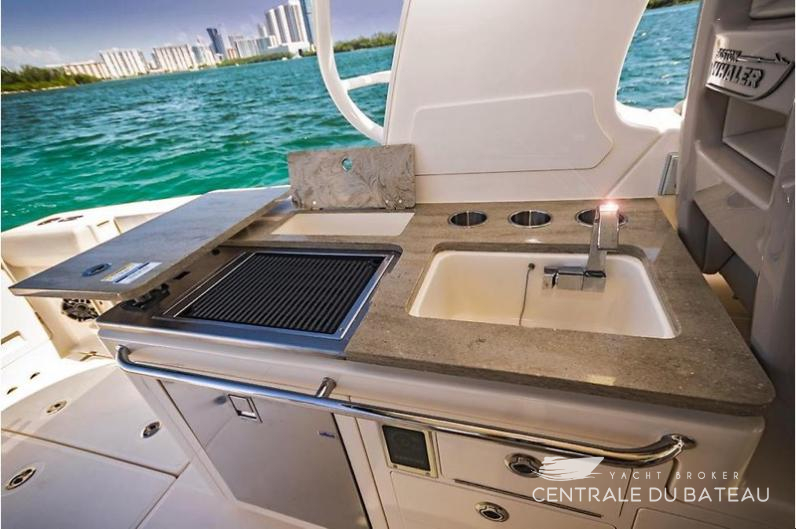 BOSTON WHALER 380 OUTRAGE. 18.jpg