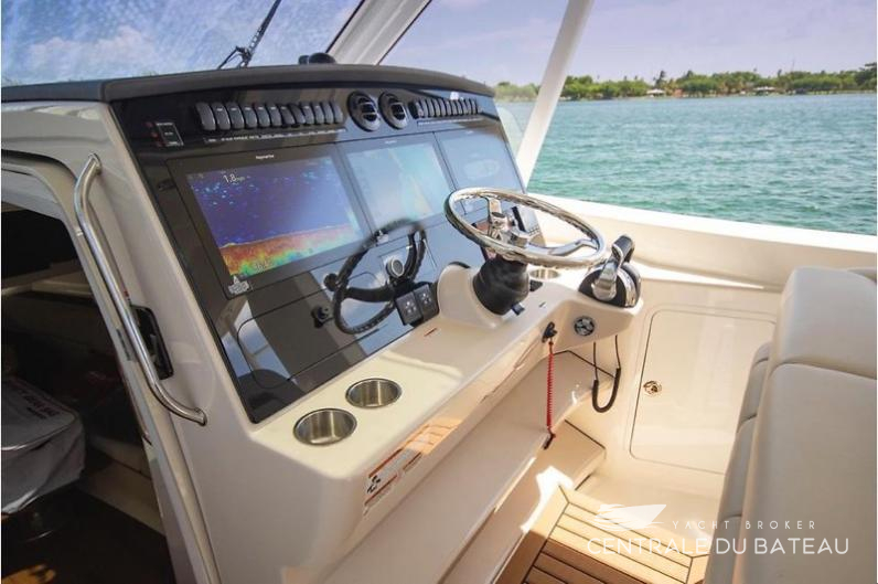 BOSTON WHALER 380 OUTRAGE. 30.jpg