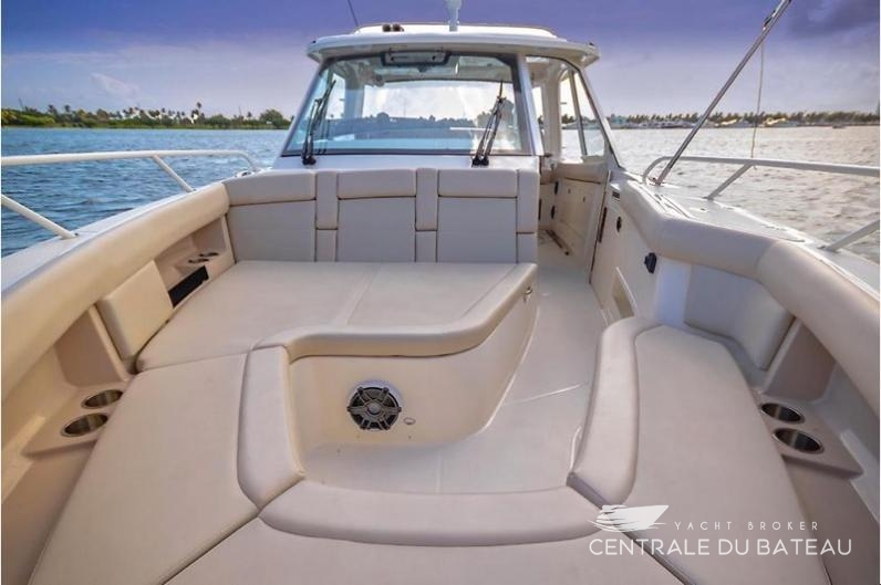 BOSTON WHALER 380 OUTRAGE. 33.jpg