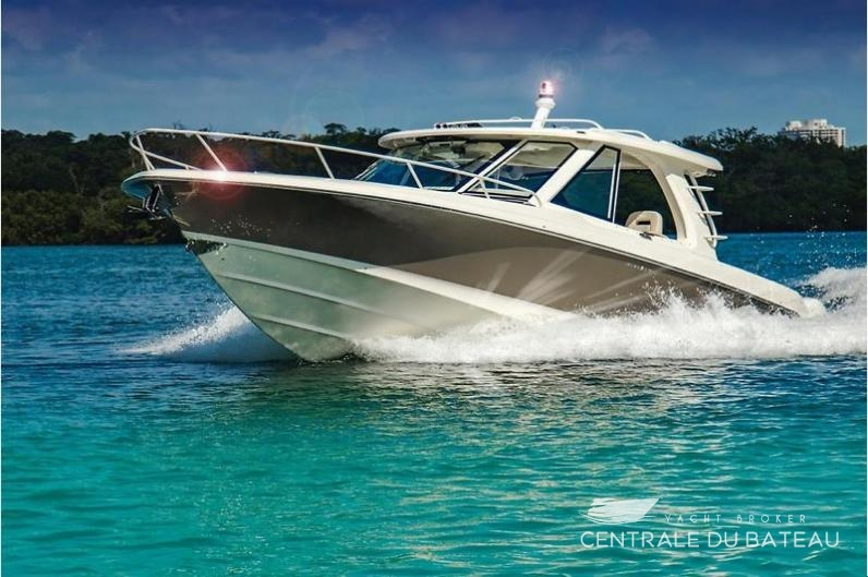 BOSTON WHALER 380 OUTRAGE. 3.jpg
